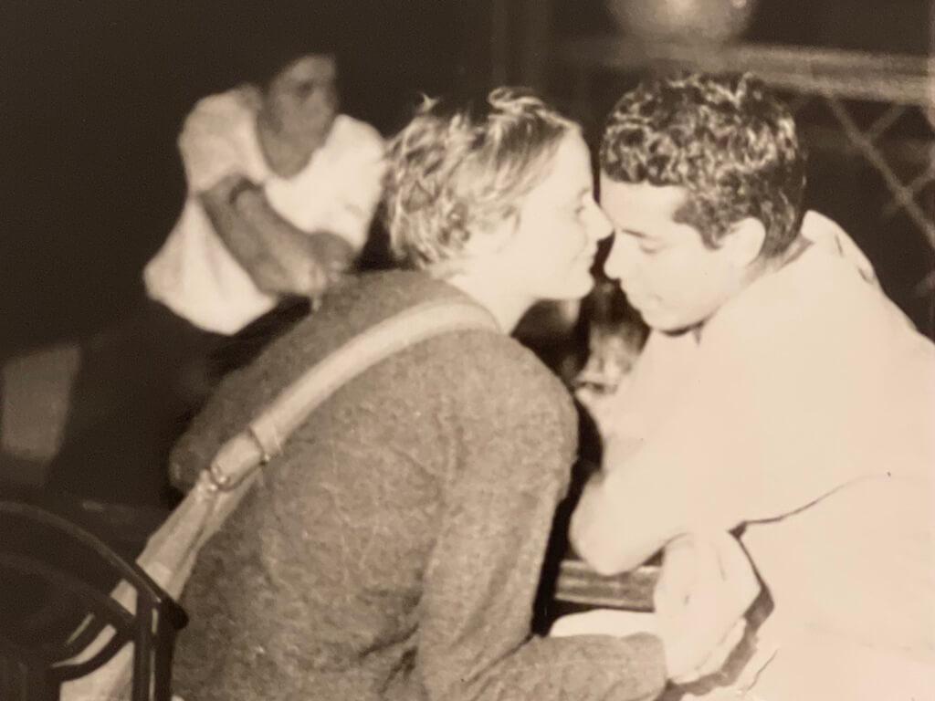 Ernesto & Taisa Meet at a bar